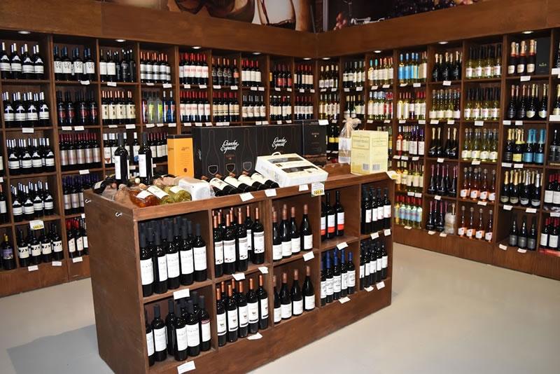 Area de vinos finos de nuestro Supermercado